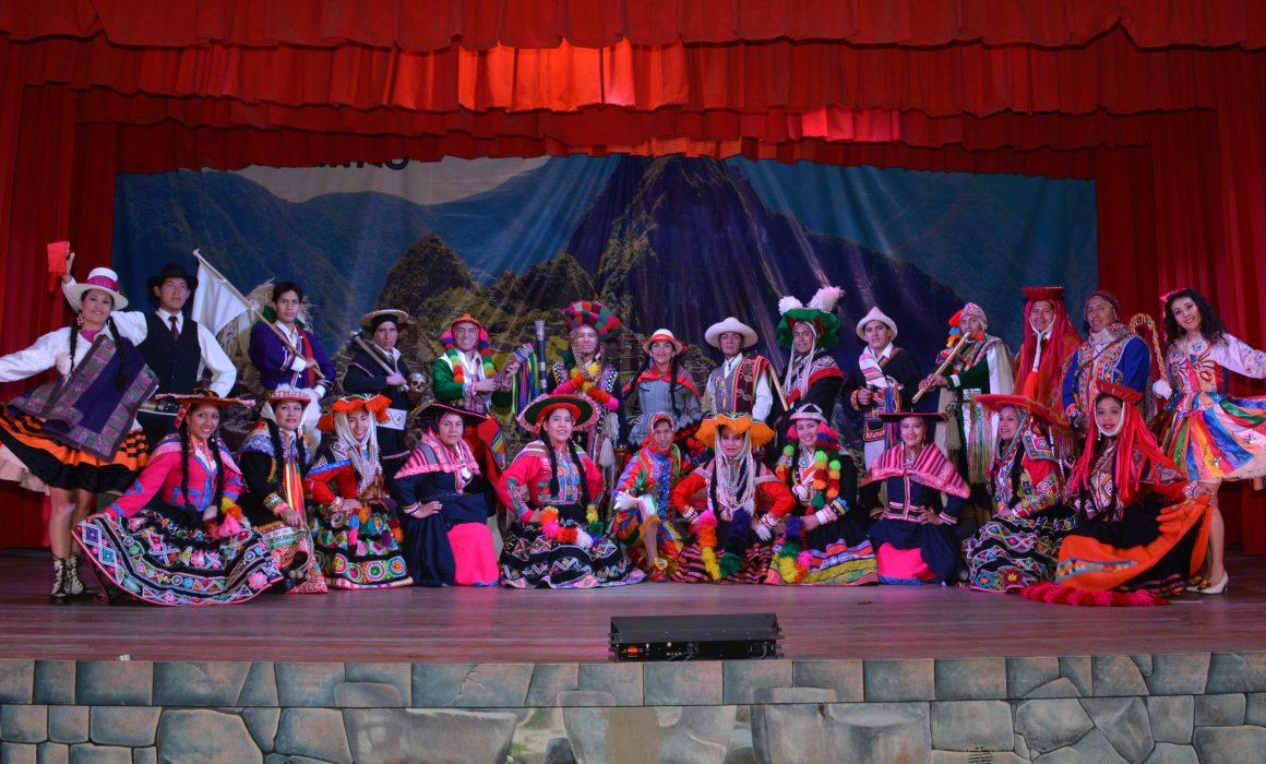Elenco coreográfico del Centro Qosqo